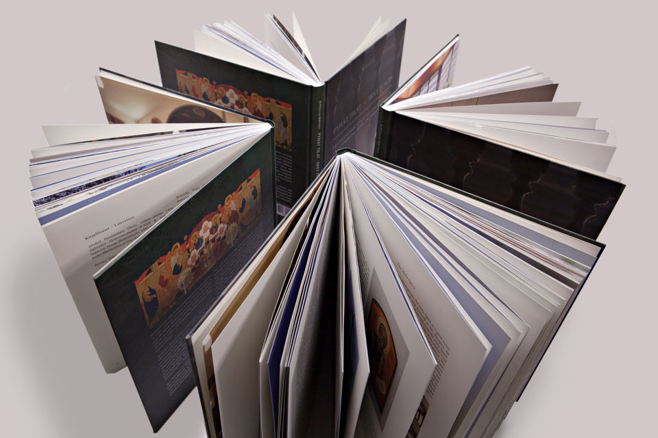 Printti, valokuvaus & kuvankäsittely Pyhät tilat -kirjaan - Mainostoimisto IOStudio | Studio Ilpo Okkonen